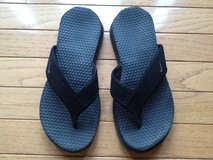 LIKE NEW! Boys (6) NIKE Flip Flops in Lockport, Illinois