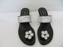 Pre-owned Adorable Nicole White & Black Flower Leather Sandals - Size 7 in Joliet, Illinois